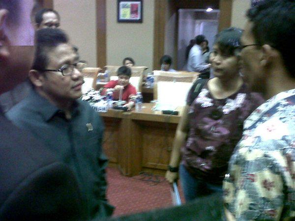 Luviana (tengah) bertemu Menaker dan Komisi IX DPR RI. PR berat Surya Paloh.