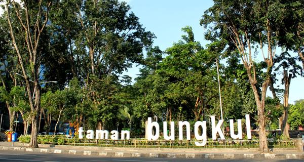 Taman Bungkul Surabaya. Kini lebih tertata, lebih asri.