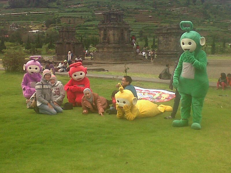 """Dieng juga dikenal memiliki """"Bukit Teletubbies"""". Kreativitas mengemas wisata."""