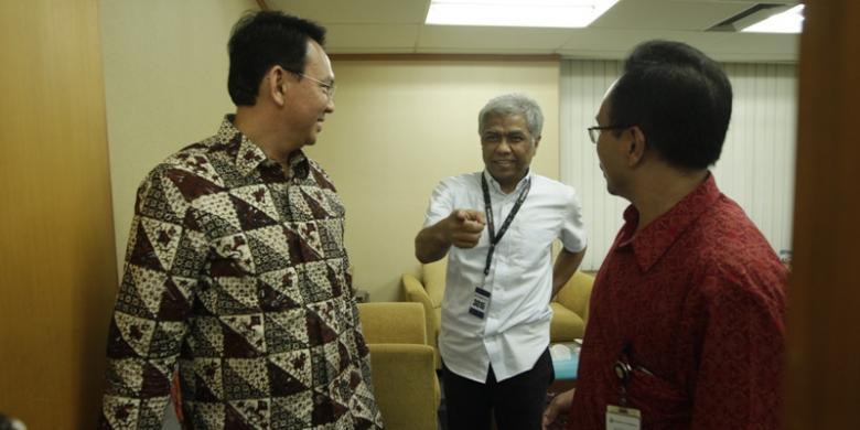 Mas Vik (tengah) bersama Wagub DKI Basuki Tjahaja Purnama dan Wapemred Kompas Budiman Tanuredjo. Kenyang pengalaman lapangan dan manajerial.